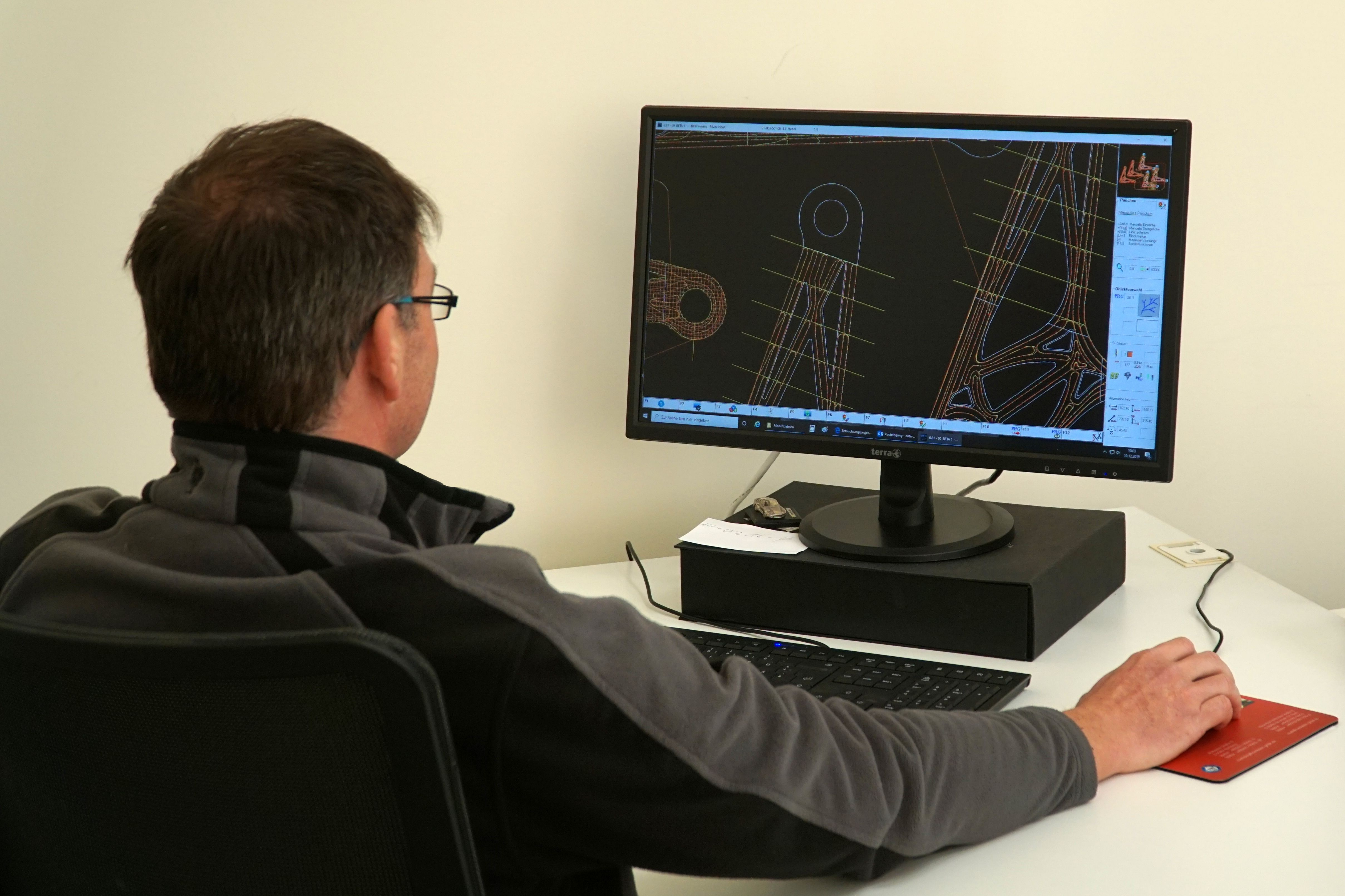 Development of high performance parts at modern CAD workstations